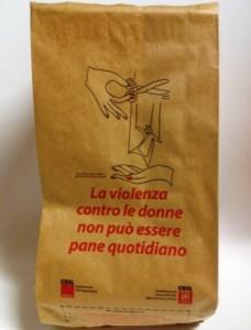 A-Siena-la-busta-del-pane-contro-la-violenza-sulle-donne